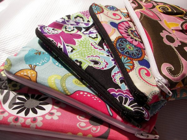 custom clutch 600x450 in {Giveaway} 6 Custom Clutches from The Mad Monogram and blog