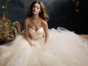 Source: http://www.jlmcouture.com/Lazaro/Bridal/Favorites/Style-3108