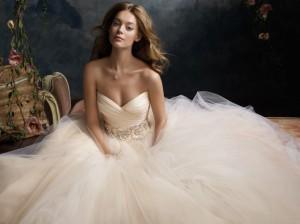 Source: http://www.jlmcouture.com/Lazaro/Bridal/Favorites/Style-3108