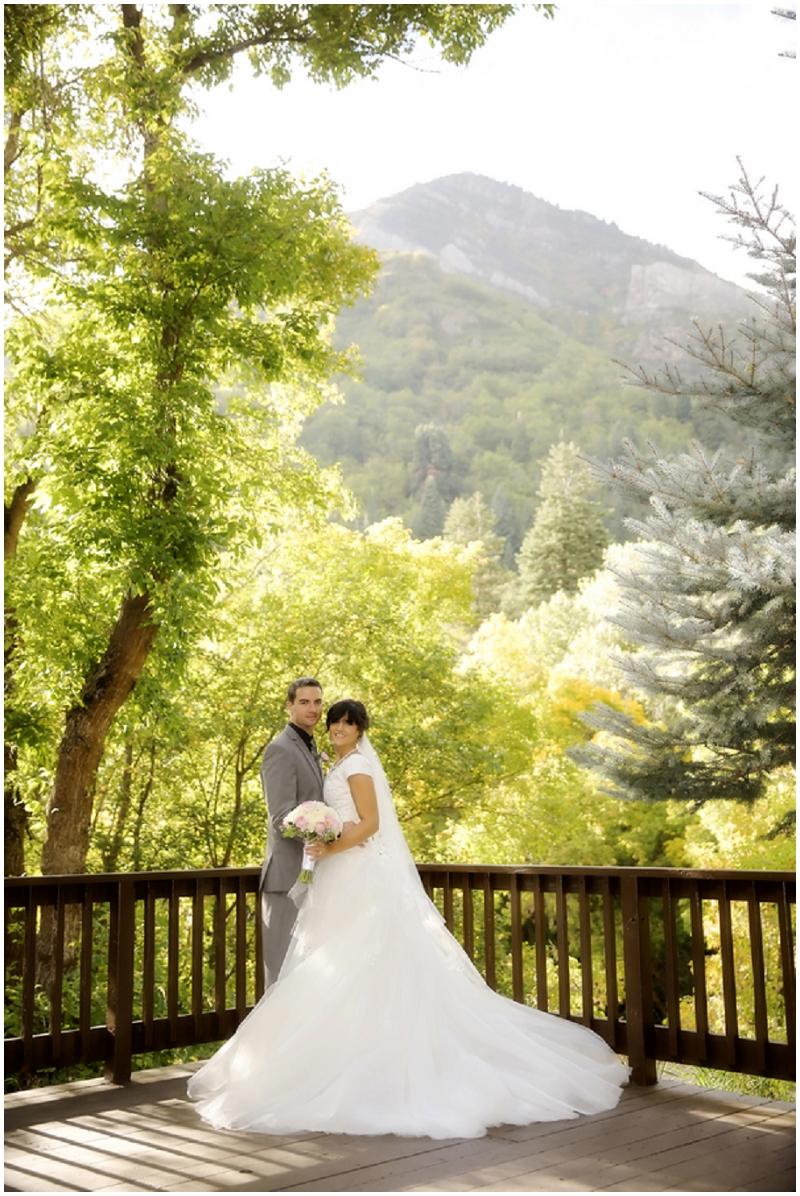 scenic outdoor wedding photos