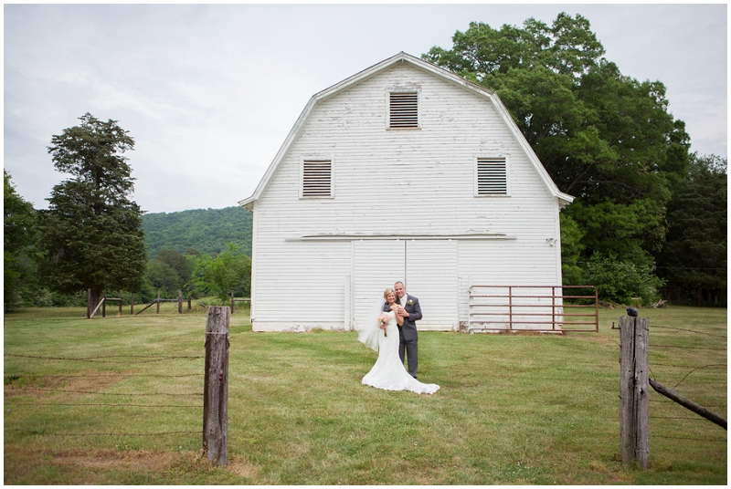 old barn wedding photos