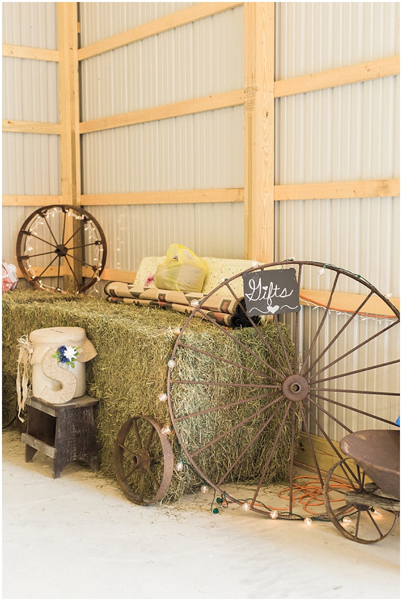rustic farm wedding - rustic decor
