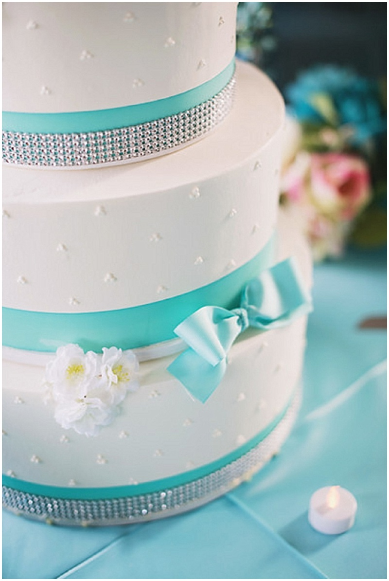 white and aqua wedding cake