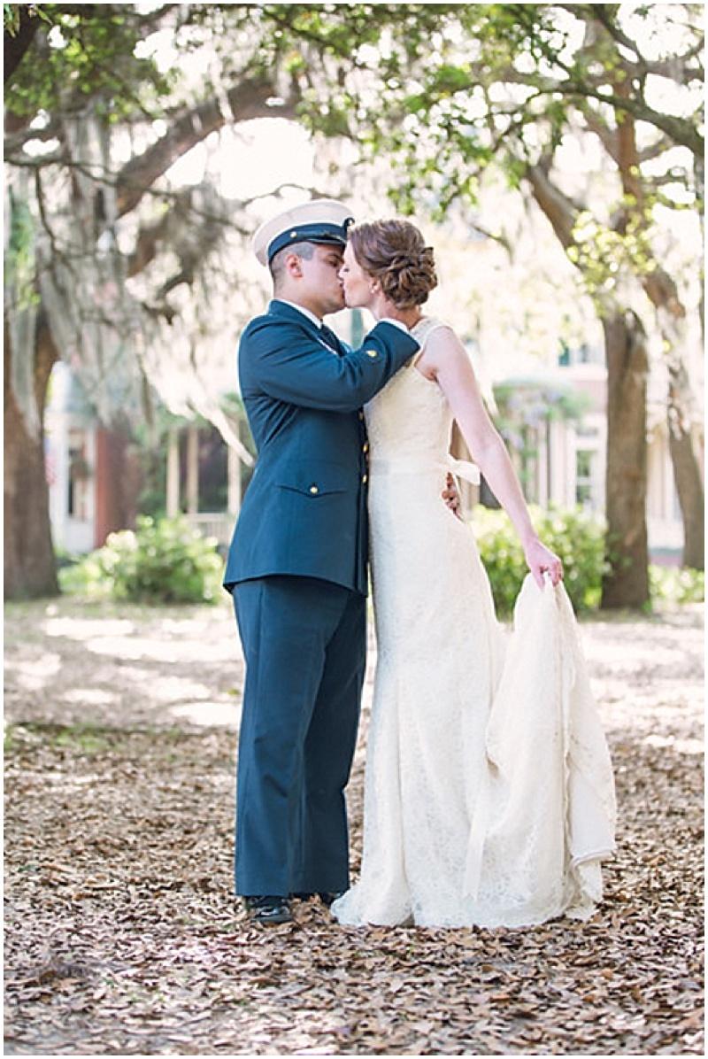 outdoor kissing photos