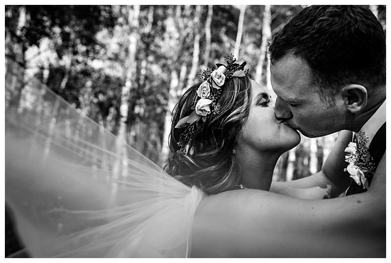 woodlands kissing
