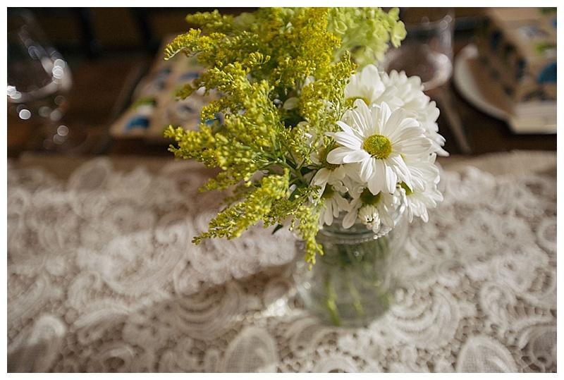white daisy bouquets