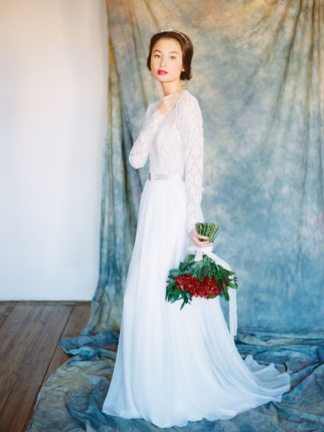 10 Gorgeous Wedding Gowns under $1000 from Etsy | The Budget Savvy Bride