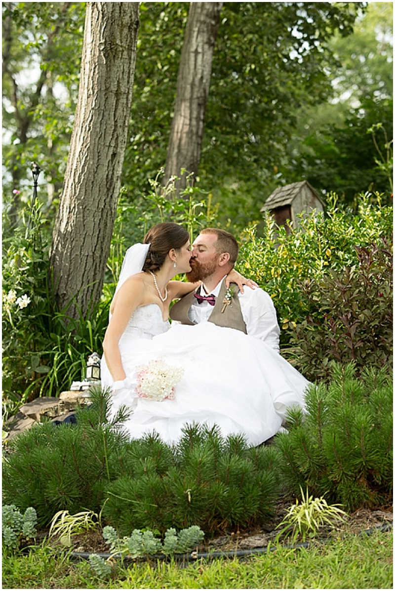 Casual outdoor wedding with vintage details the budget for Wedding dresses casual outdoor