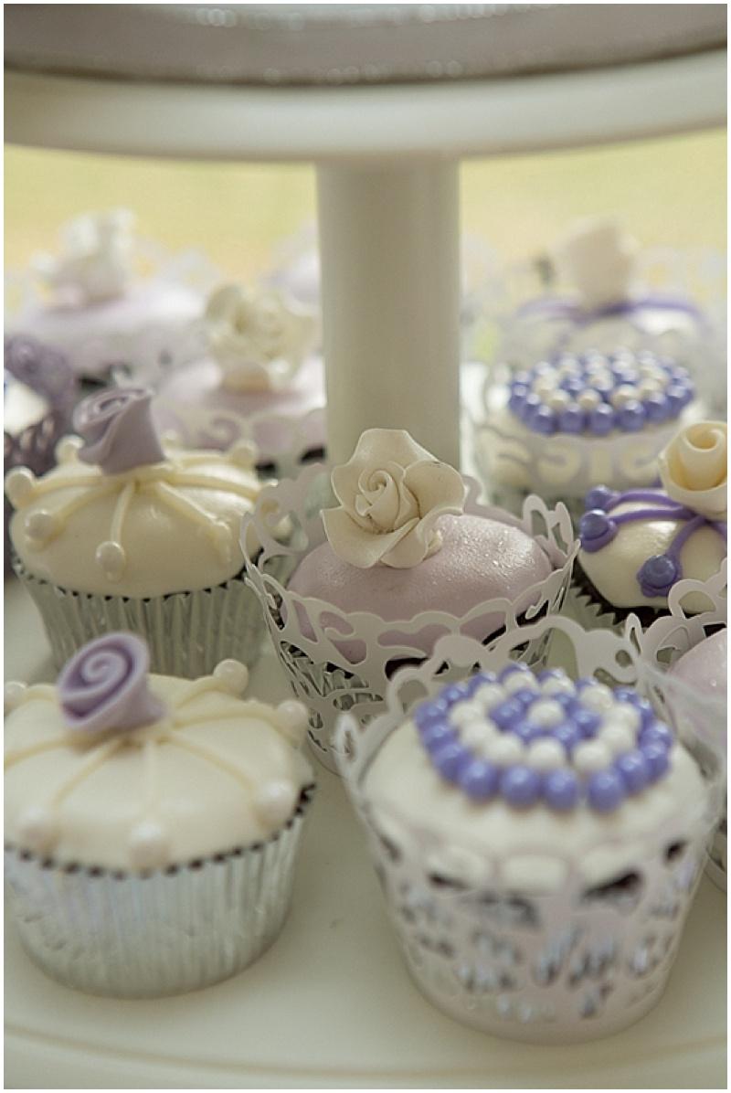 detailed wedding cupcakes