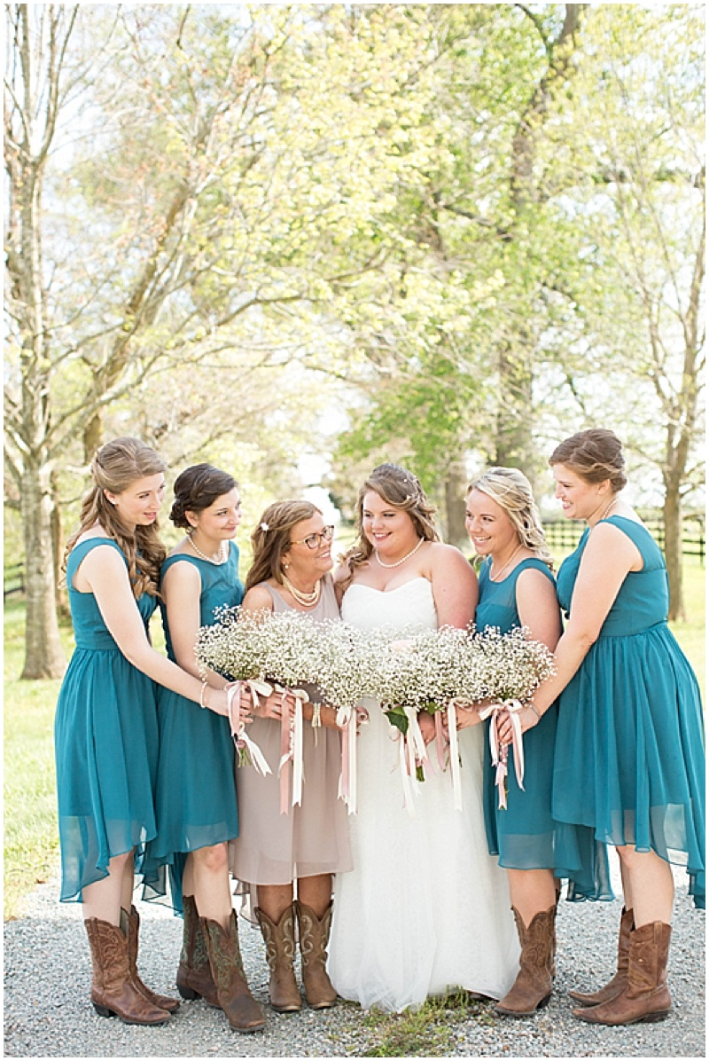 Rustic Wedding with Teal Details_004