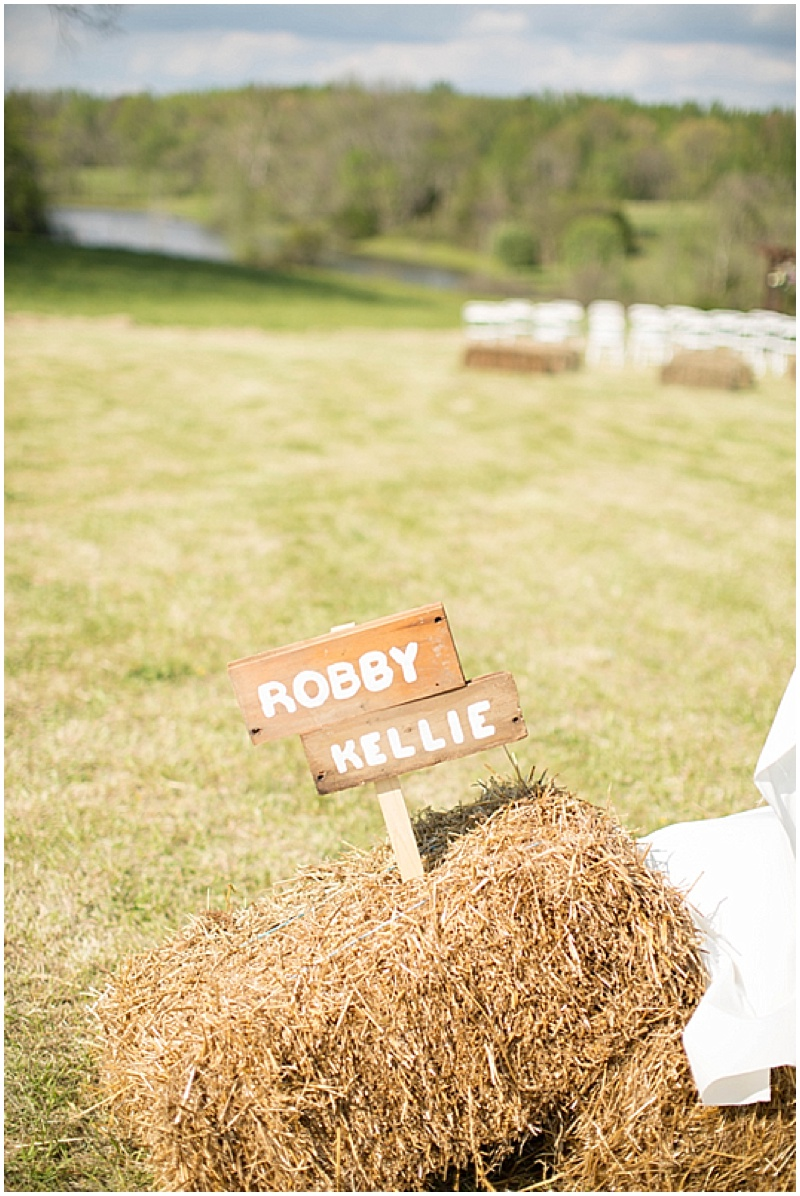 Rustic Wedding with Teal Details_013