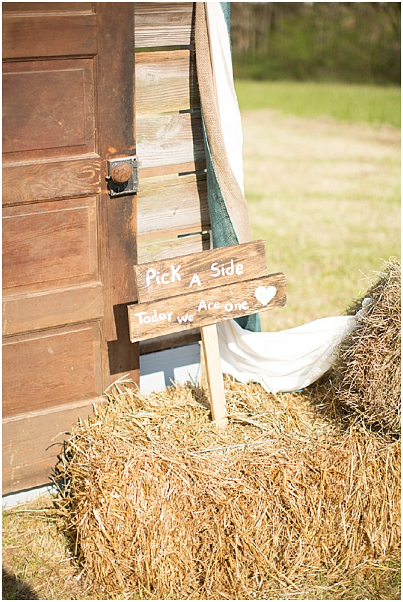 Rustic Wedding with Teal Details_014
