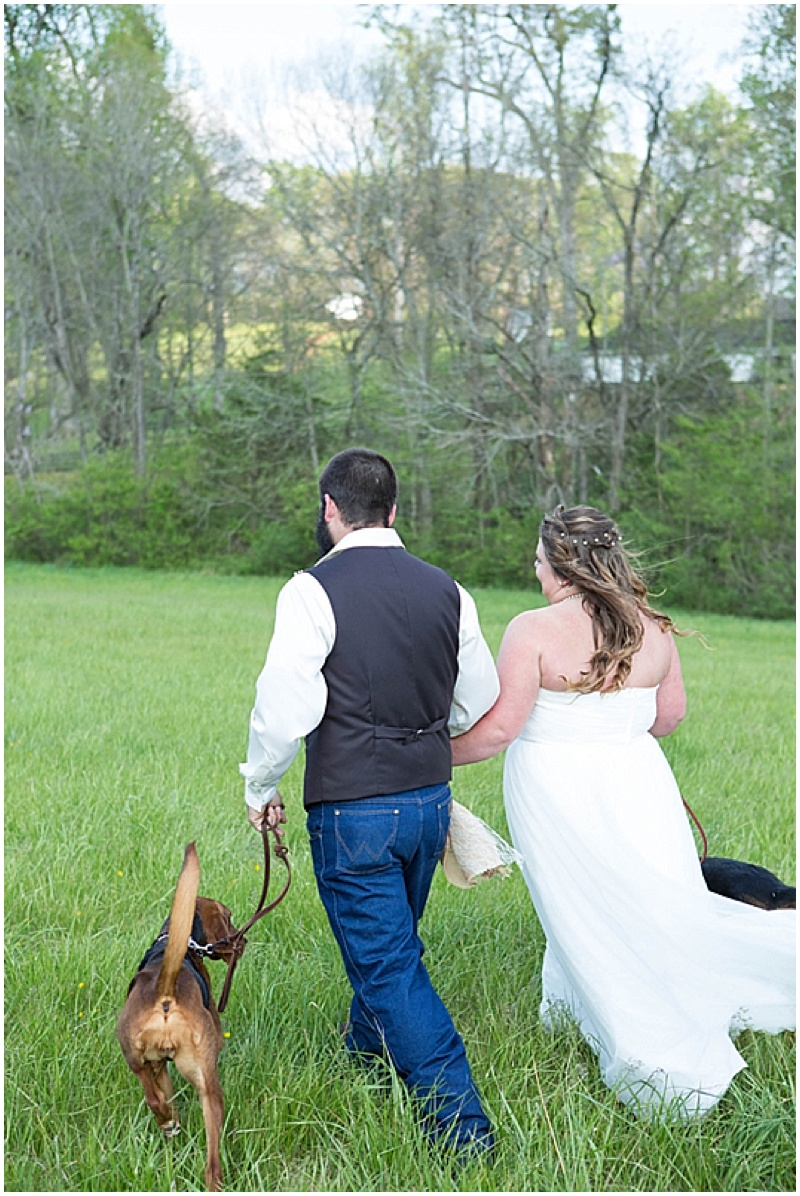 Rustic Wedding with Teal Details_023