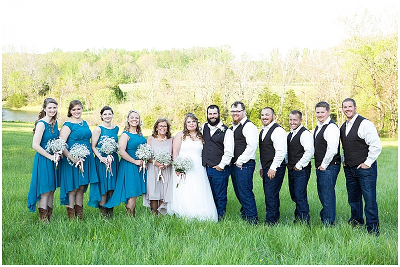 Rustic Wedding with Teal Details_024