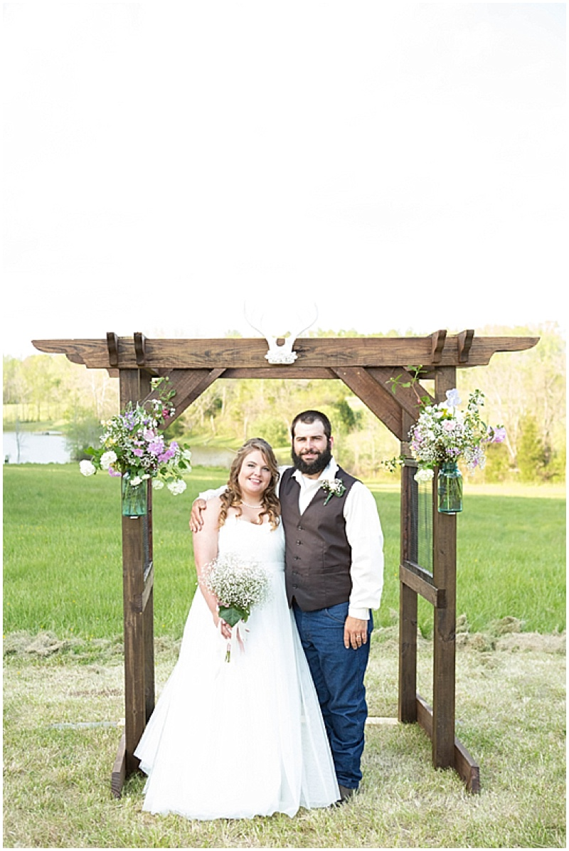 Rustic Wedding with Teal Details_028