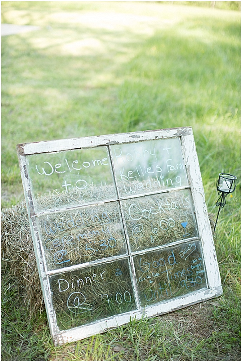 Rustic Wedding with Teal Details_031