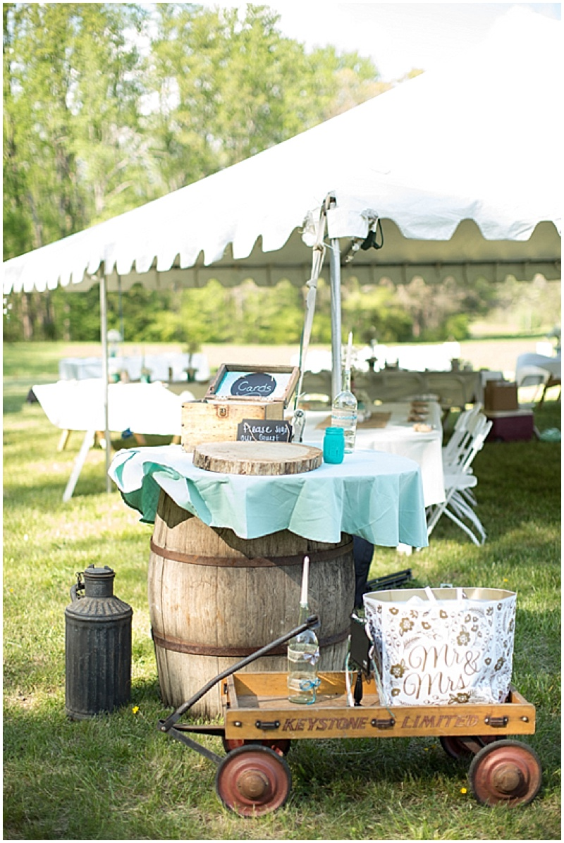 Rustic Wedding with Teal Details_032