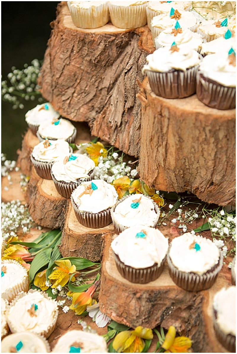 Rustic Wedding with Teal Details_052