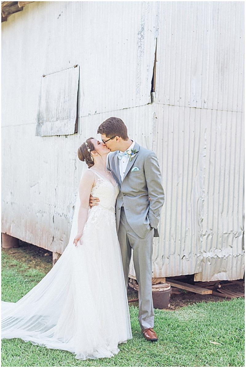 wedding kissing photos