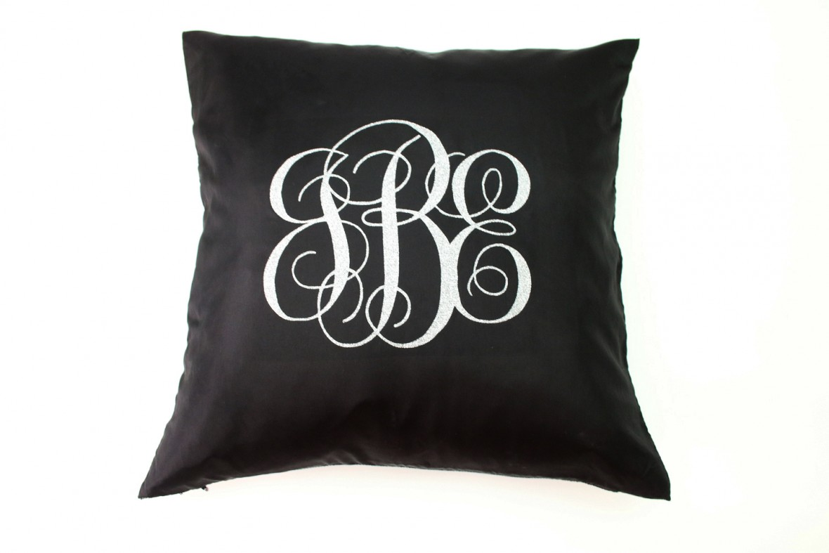 cricut-monogrammed-pillows-18