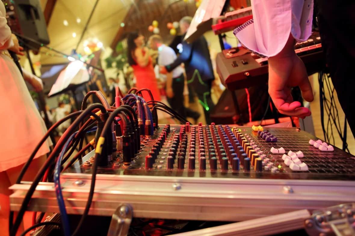 Wedding DJ - Playlists that don't suck
