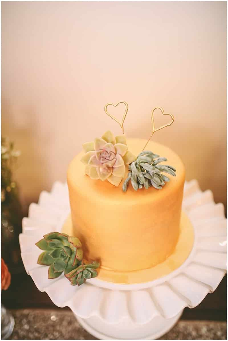 couple's wedding cake