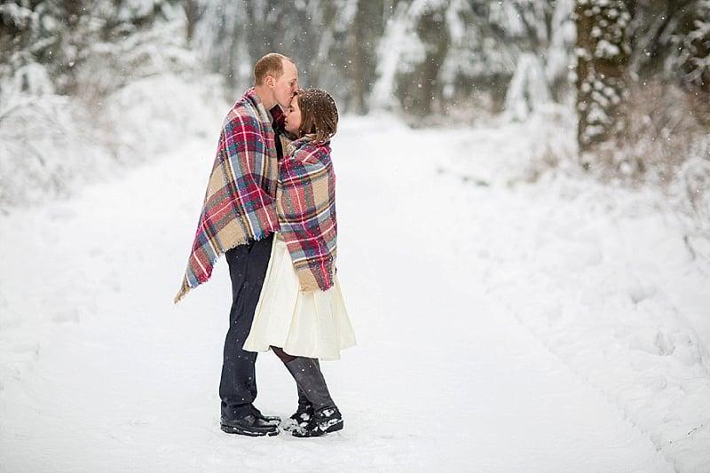 outdoor winter wedding photos