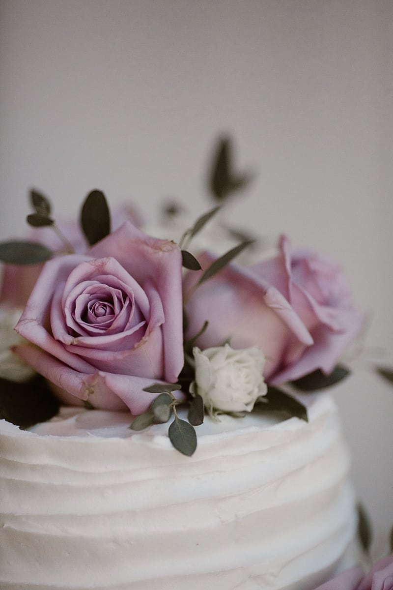 simple elegant wedding cake