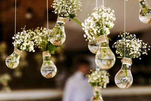 C:UsersLauraGODownloadsstock-photo-original-wedding-floral-decoration-in-the-form-of-mini-vases-and-bouquets-of-flowers-hanging-from-354527417.jpg
