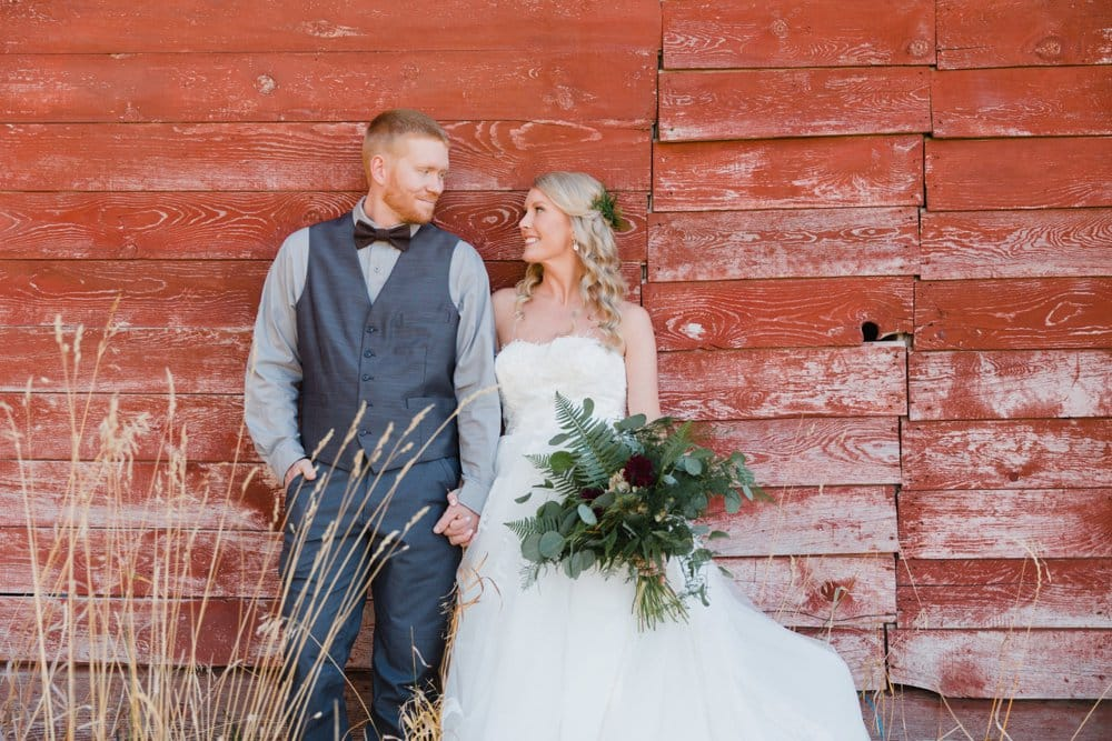 couple shots, barn wedding, bride and groom