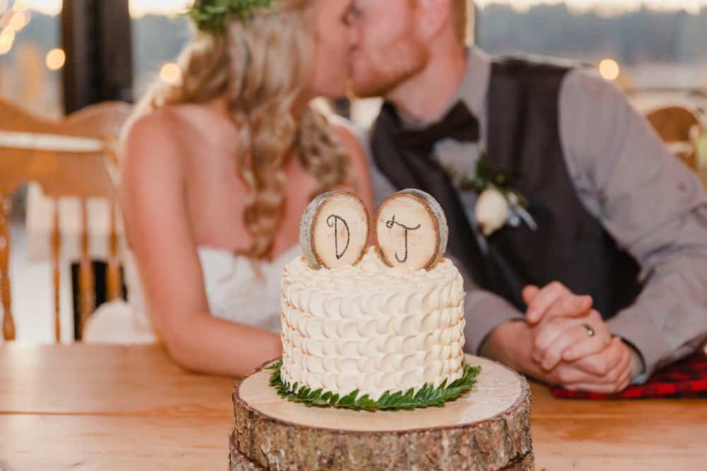 diy wedding cake, rustic barn wedding, fall wedding