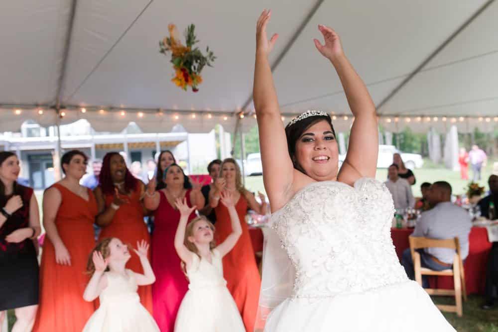 bouquet toss, lake anna wedding
