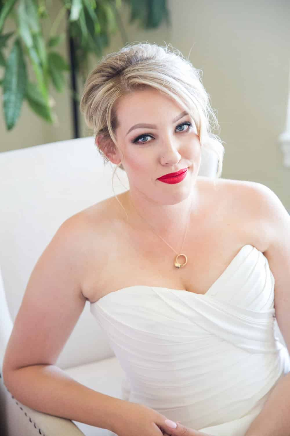 Red Lip Classic Seattle Wedding in August