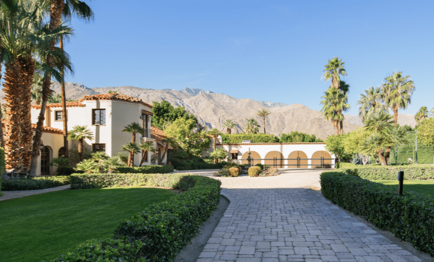 The Sand Acre Estate, located in Palm Springs and once frequented by Marilyn Monroe, starts at just $1325 a night on Natural Retreats.