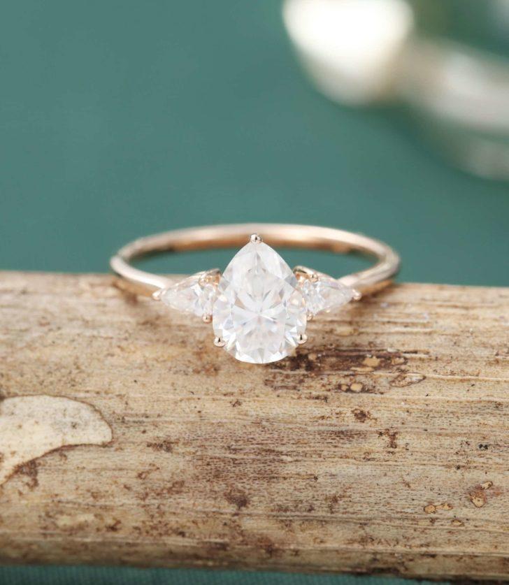 pear shape 3 stone ring