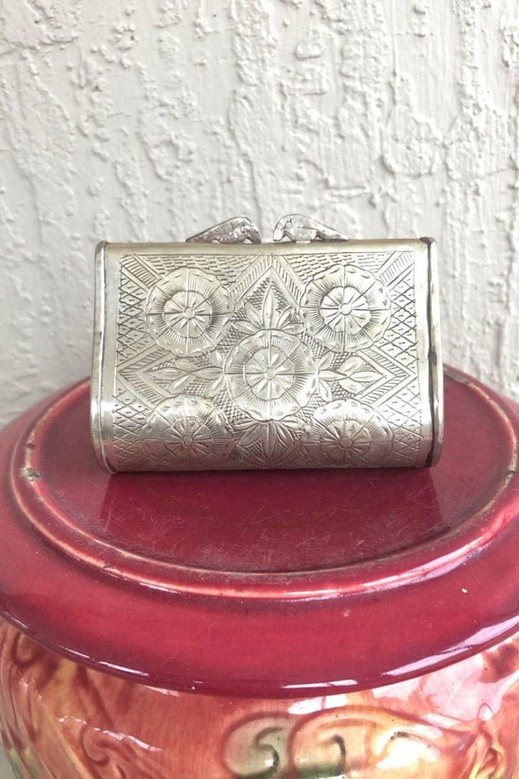 affordable tenth anniversary gift idea - vintage tin coin purse