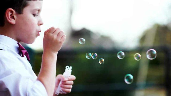 kids bubbles weddings