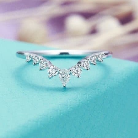 Women's Curved Wedding Ring